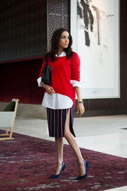 Meghan Markle com saia lápis com fenda e blusa vermelha sobre camisa.