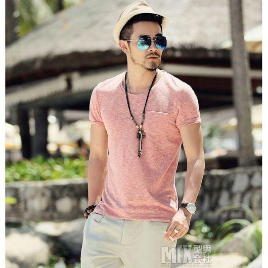 Camiseta Básica Masculina – 60 Looks Simples Usados com Estilo!