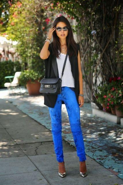colete social feminino com calça jeans azul