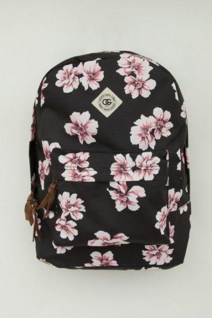 mochila preta e rosa