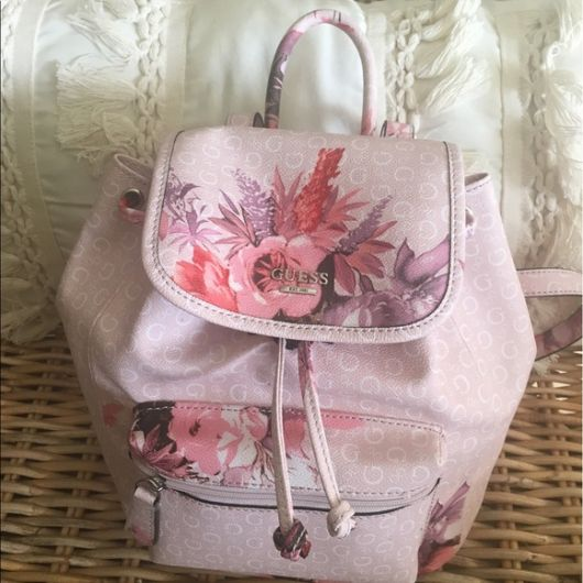 mochila rosa de couro