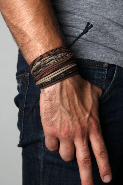 Mix de pulseiras de couro
