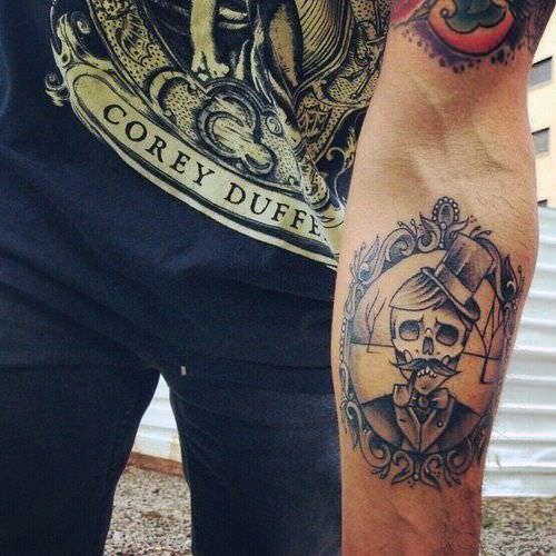 As caveiras são super comuns nas tatuagens masculinas no braço