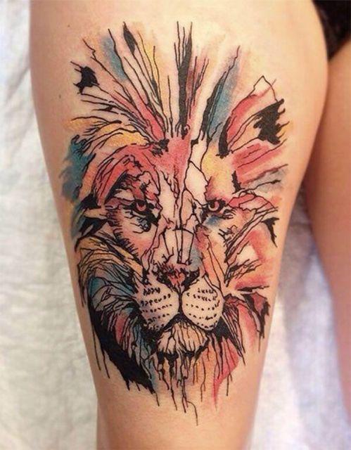 Os riscos são perfeitos nessa versão de tattoo aquarela