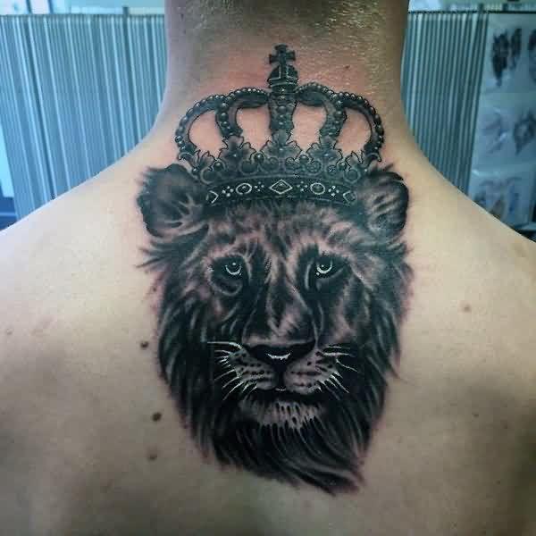 Rei leão com a coroa