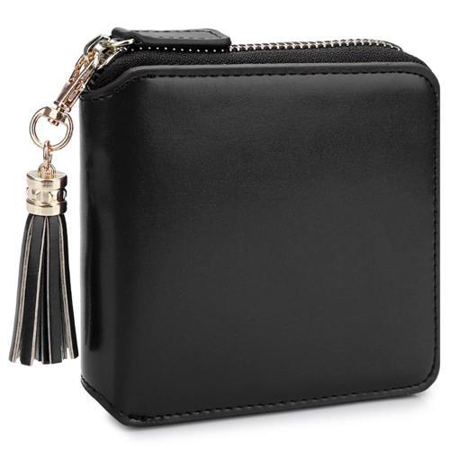 modelo de bolsa preta com chaveiro de franjas;