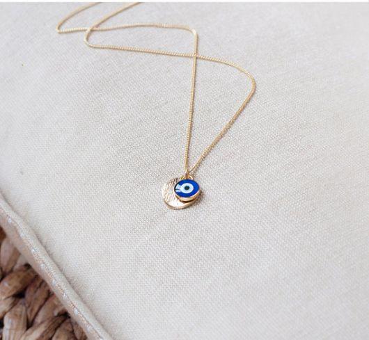 colar olho grego com pingente dourado