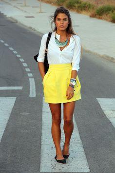 saia amarela curta com blusa social