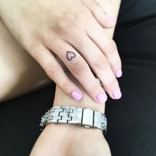 tattoo dedo anelar