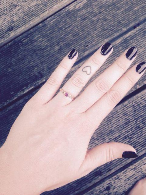tattoo dedo anel
