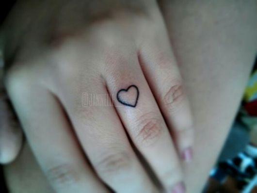 tatuagem sem preenchimento dedo