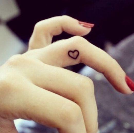 tatuagem pequeno lateral dedo