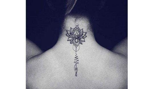 tatuagem de flor de lótus diferente.
