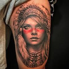 Tatuagem do rosto da índia no braço