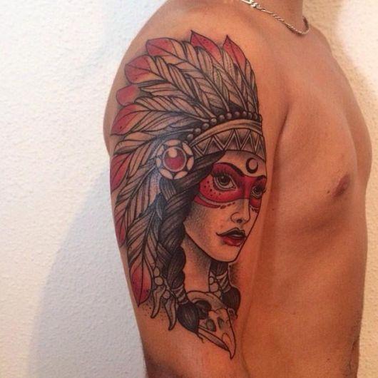 O rosto da índia guerreira é um estilo de tattoo popular entre os rapazes