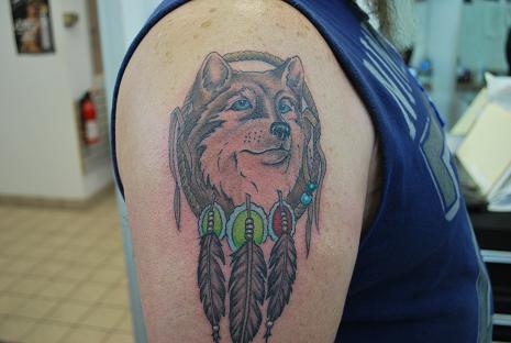 Tatuagens de lobo são comuns no estilo indígena