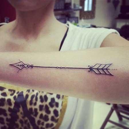 Flecha grande no braço