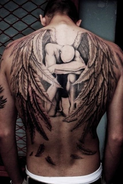 Anjos são populares em tatuagens nas costas