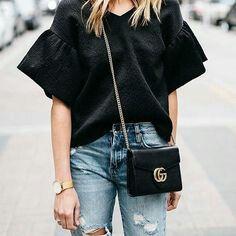 Look com calça jeans e t-shirt oversize.