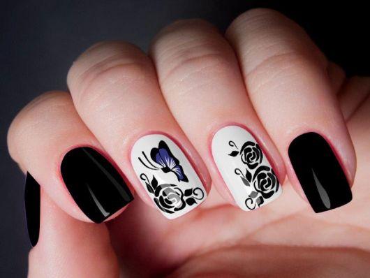 modelousa unha preta com branco de borboletas.