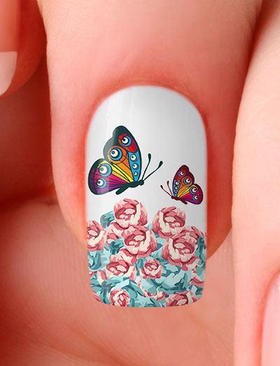 unha branca com borboleta colorida.