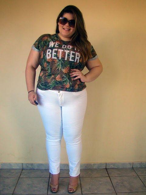 look calça branca com camiseta