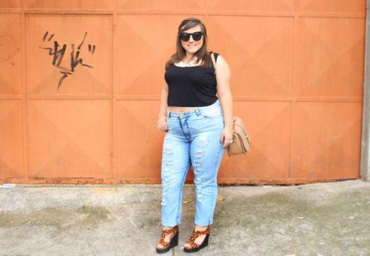 calça de cintura alta com cropped