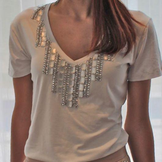 Camiseta Bordada com pedraria