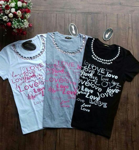Camiseta Bordada bege preta e branca