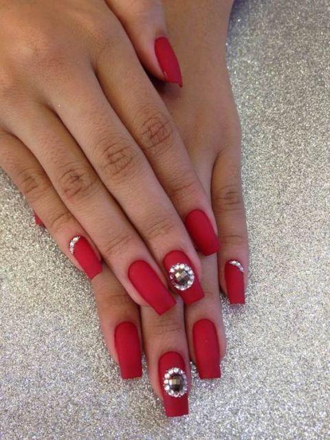 nail art com pedrarias