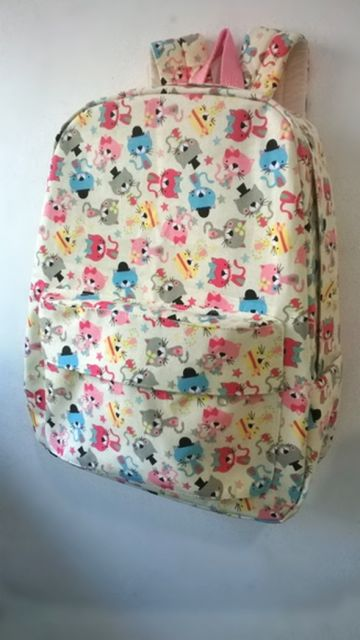 mochila colorida feminina