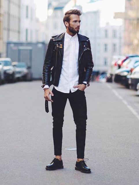 A jaqueta de couro dá um certo poder ao look, perfeito para quem prefere uma proposta descolada
