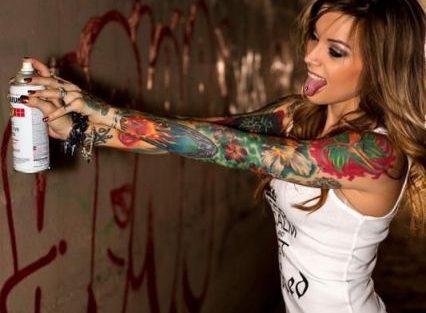 tatuagem braço fechado feminino técnica aquarela