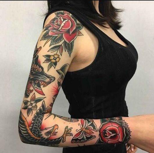 tatuagem braço fechado feminino com rosas vermelhas