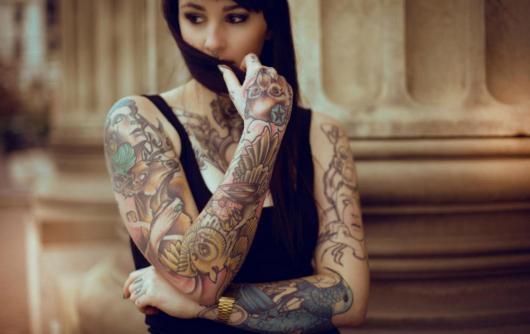 tatuagem braço fechado feminino linda