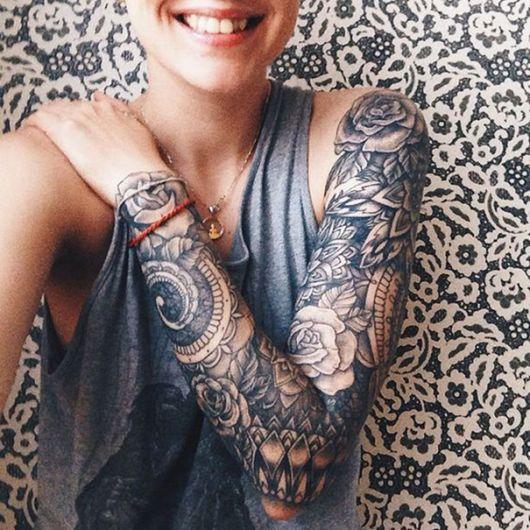 tatuagem braço fechado feminino grafista