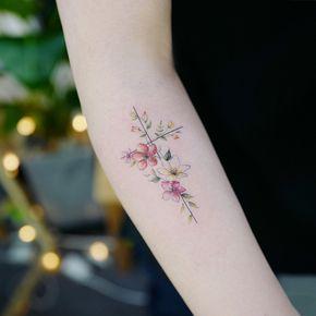 Uma linda cruz em formato de flores