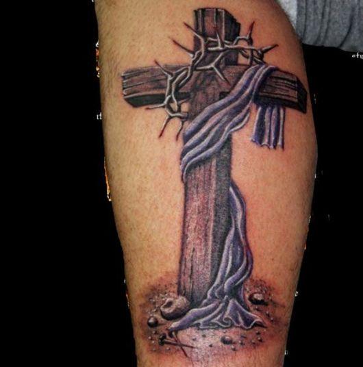 Uma cruz tradicional e uma cruz celta