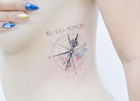 tatuagem delicada costela