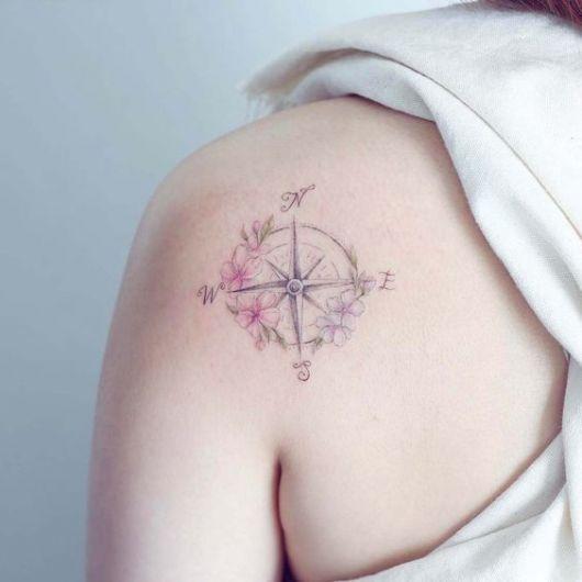 tatuagem feminina ombro