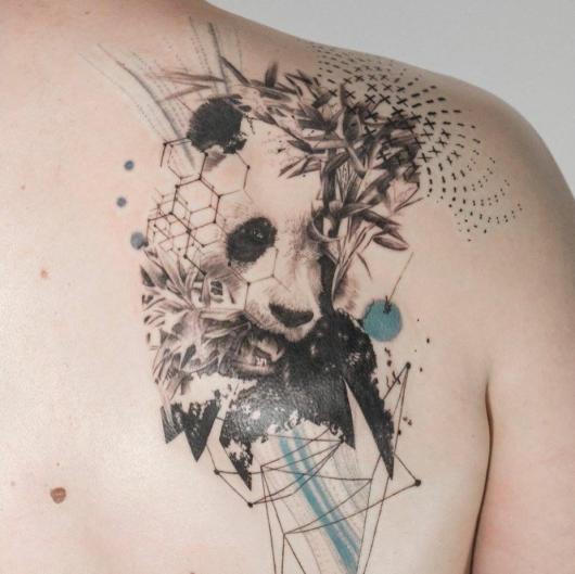 tatuagem de panda no ombro