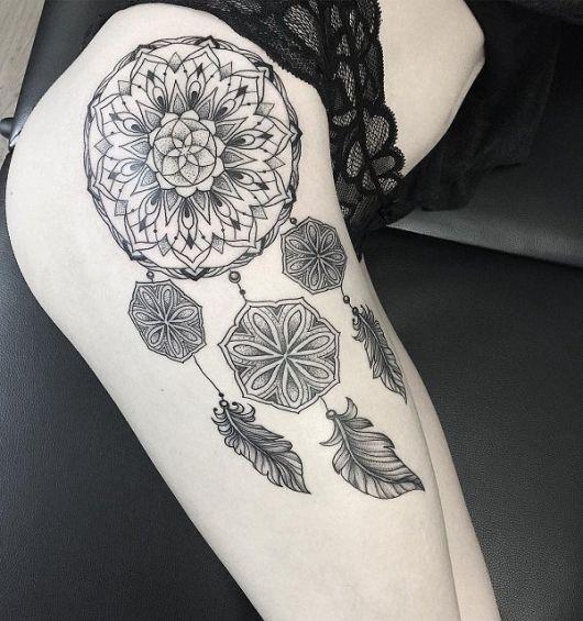 ideias de tatuagem filtro dos sonhos na coxa