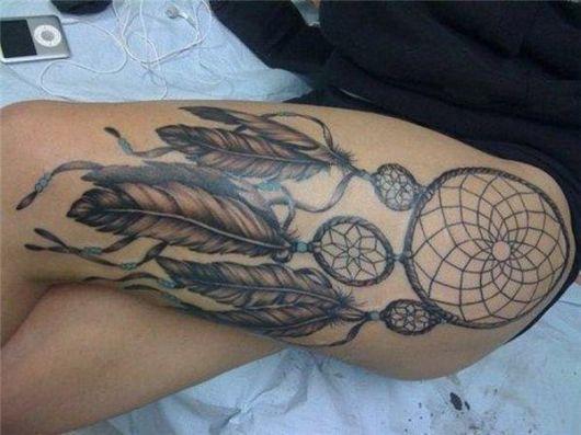 fotos de tatuagem filtro dos sonhos na coxa