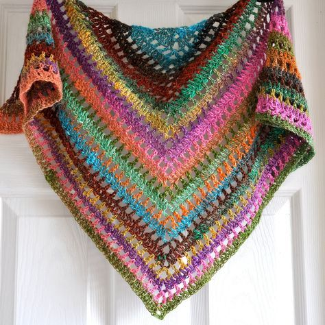 xale triangular colorido