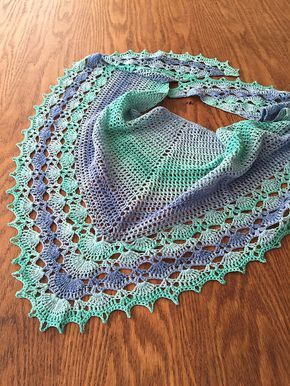 lenço triangular de crochê