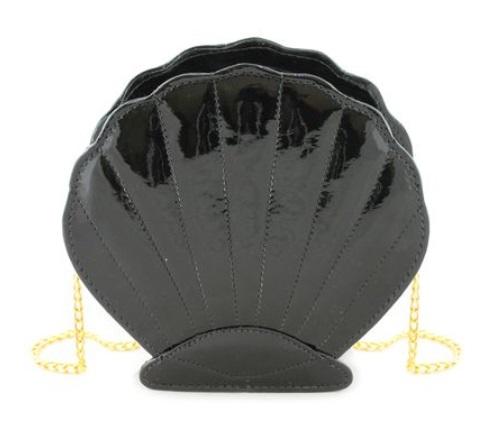 Bolsa de concha preta.