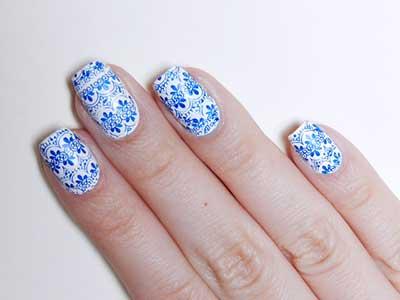 nail art branco e azul
