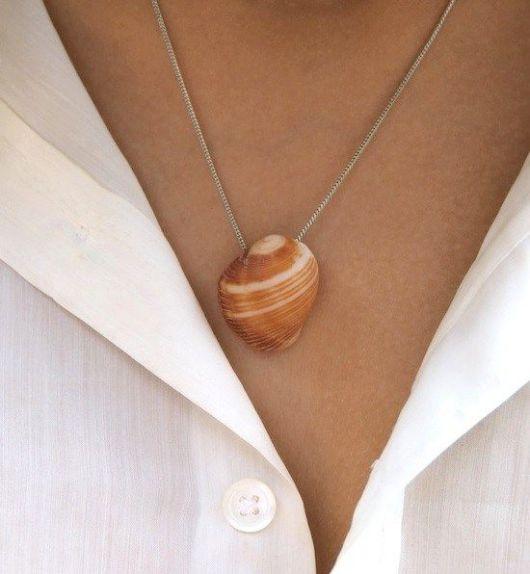 colar delicado com concha natural