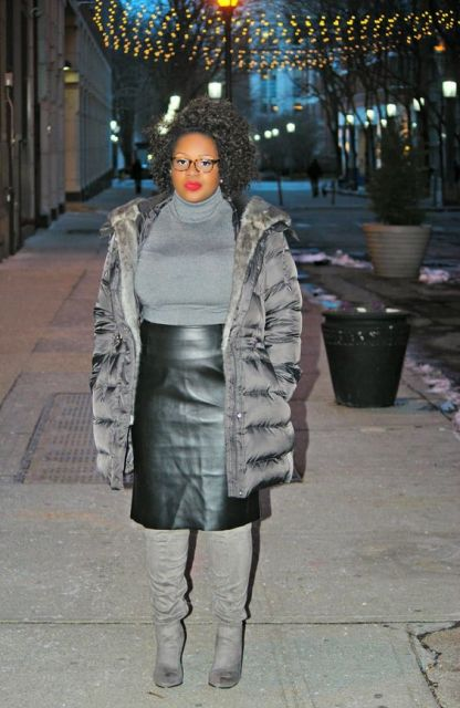 look plus size com saia de couro