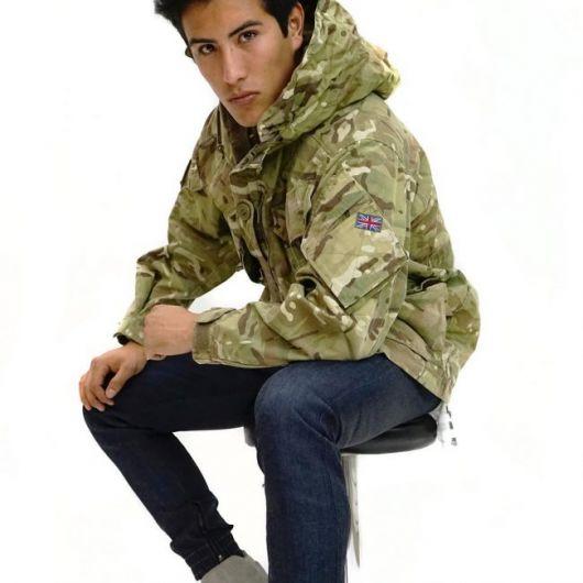 Camuflado inspirado no modelo original da jaqueta militar masculina